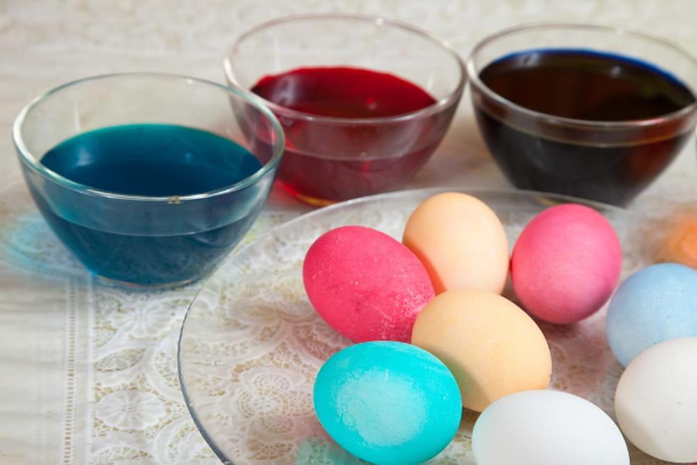 طريقة عمل البيض الملون للاحتفال بشم النسيم