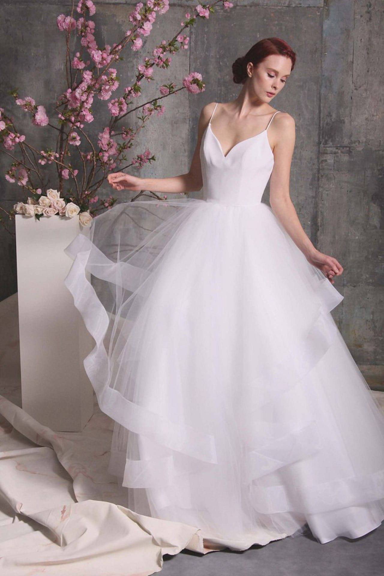 7fd54df474fc5 أسبوع الاناقة لفساتين الزفاف ربيع وصيف 2018- كريستيان سيريانو. Christian  Siriano Bridal Fashion ...
