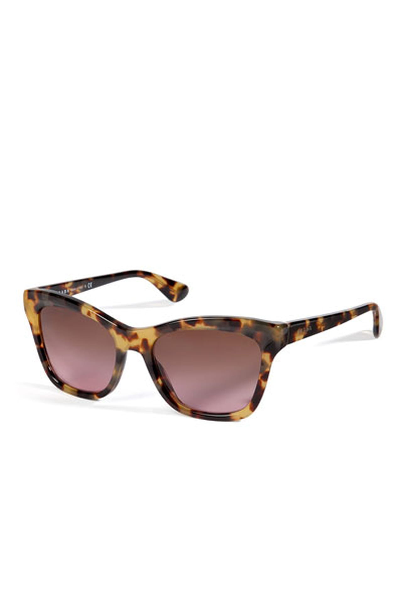07d60360c نظارة عصرية من برادا Prada وتتوفر بسعر 848 درهم إماراتي.