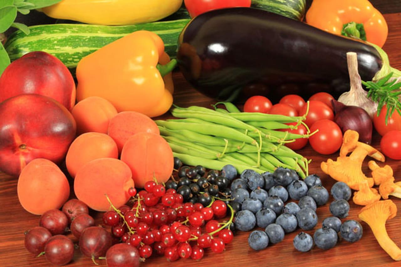 8c53cec4a وفقا للعديد من الدراسات والابحاث المختلفة قد تم تحديد اكثر 10 اطعمة صحية  ومغذية للإنسان كما أنها تعمل علي تقليل خطر الاصابة بمختلف الامراض.