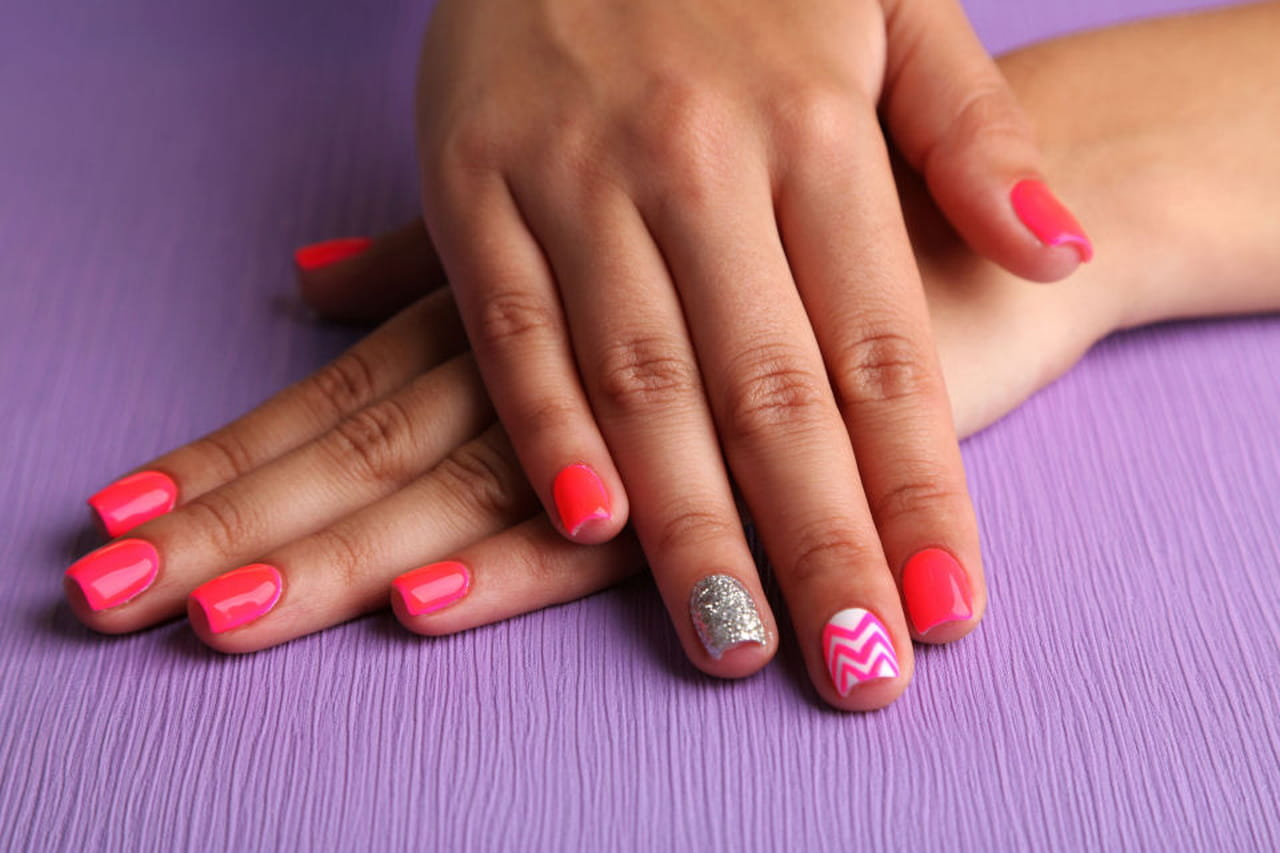 Ben noto Nail art estive: idee per unghie corte IT95