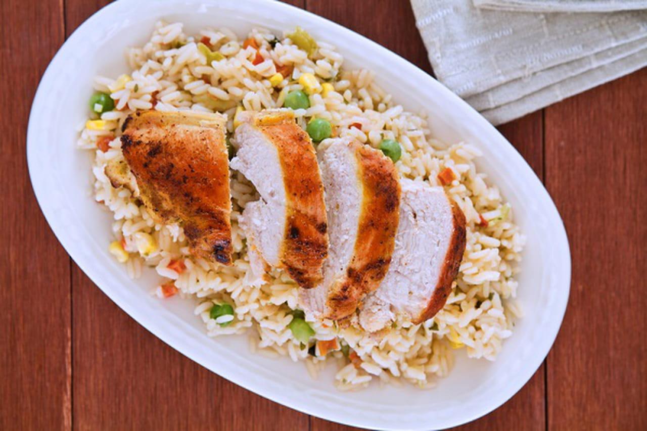 الأرز البخاري بالدجاج والمكسرات