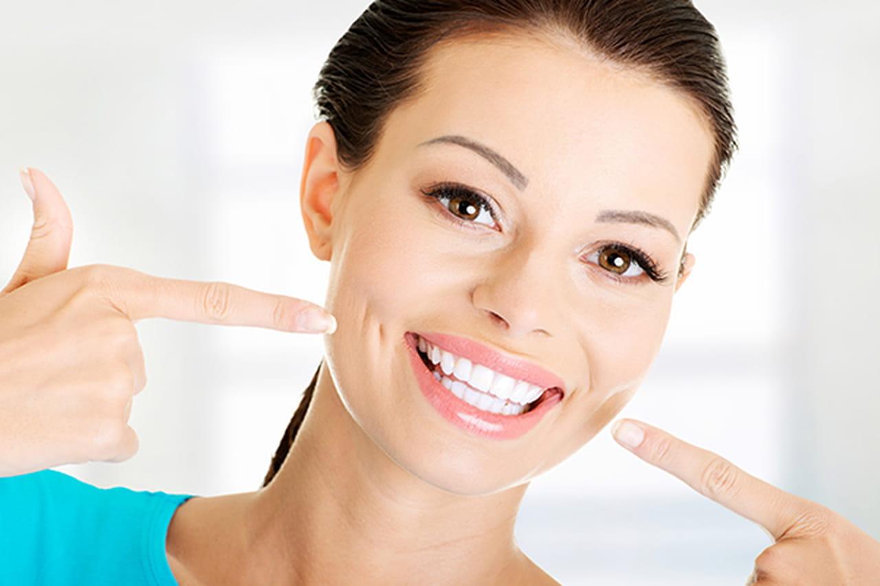 9b4361698 5 خلطات طبيعية للحصول على أسنان بيضاء كالثلج
