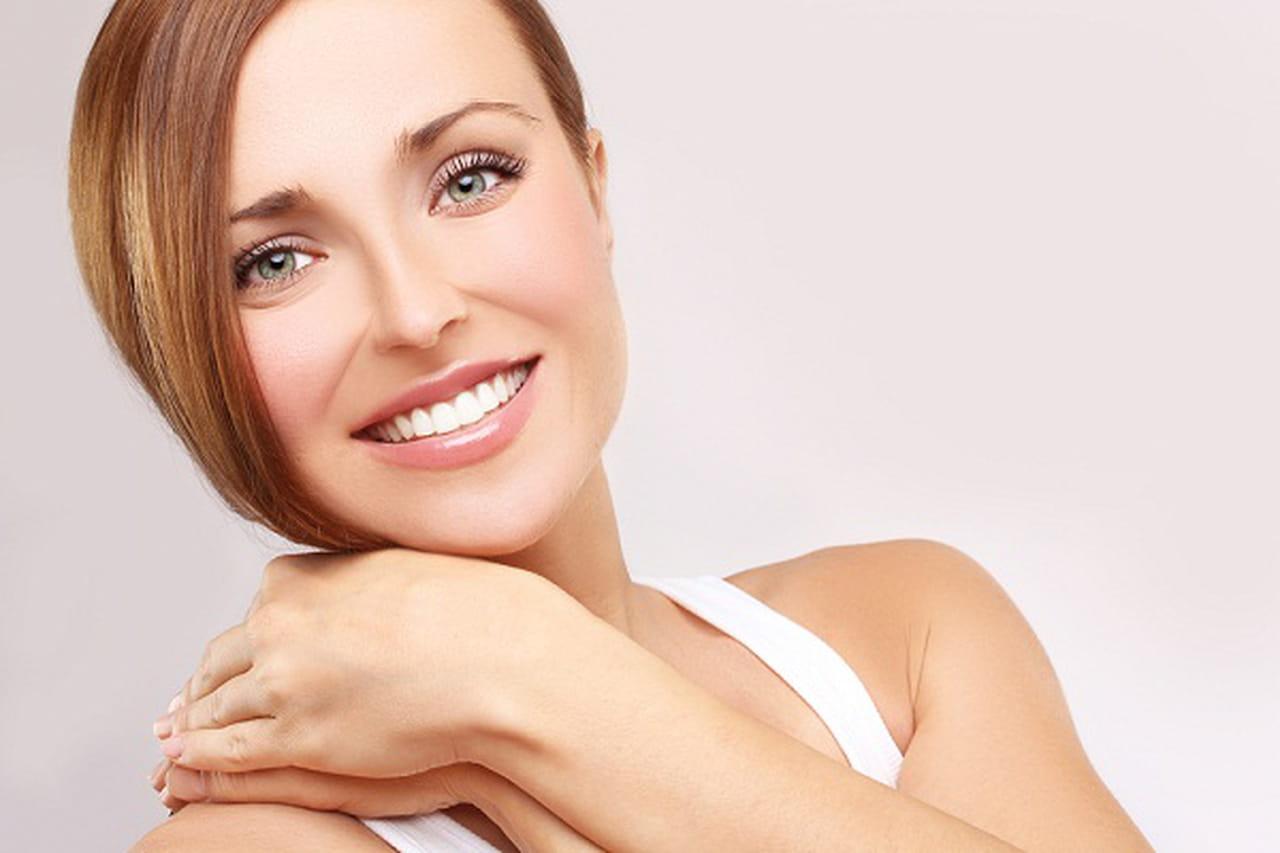 7 نصائح فعّالة لتتجنبي مشكلات بشرتك الدهنية خلال الصيف 839170.jpg