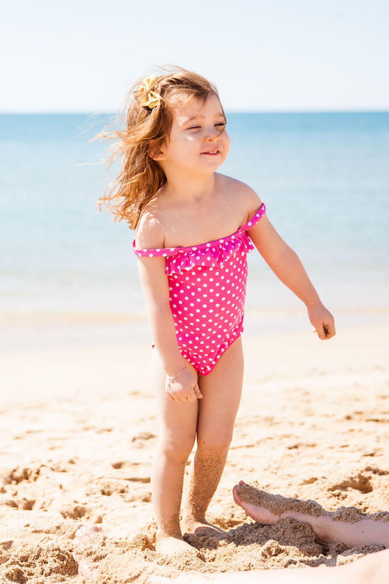 Bambine in costume da bagno: consigli alla moda