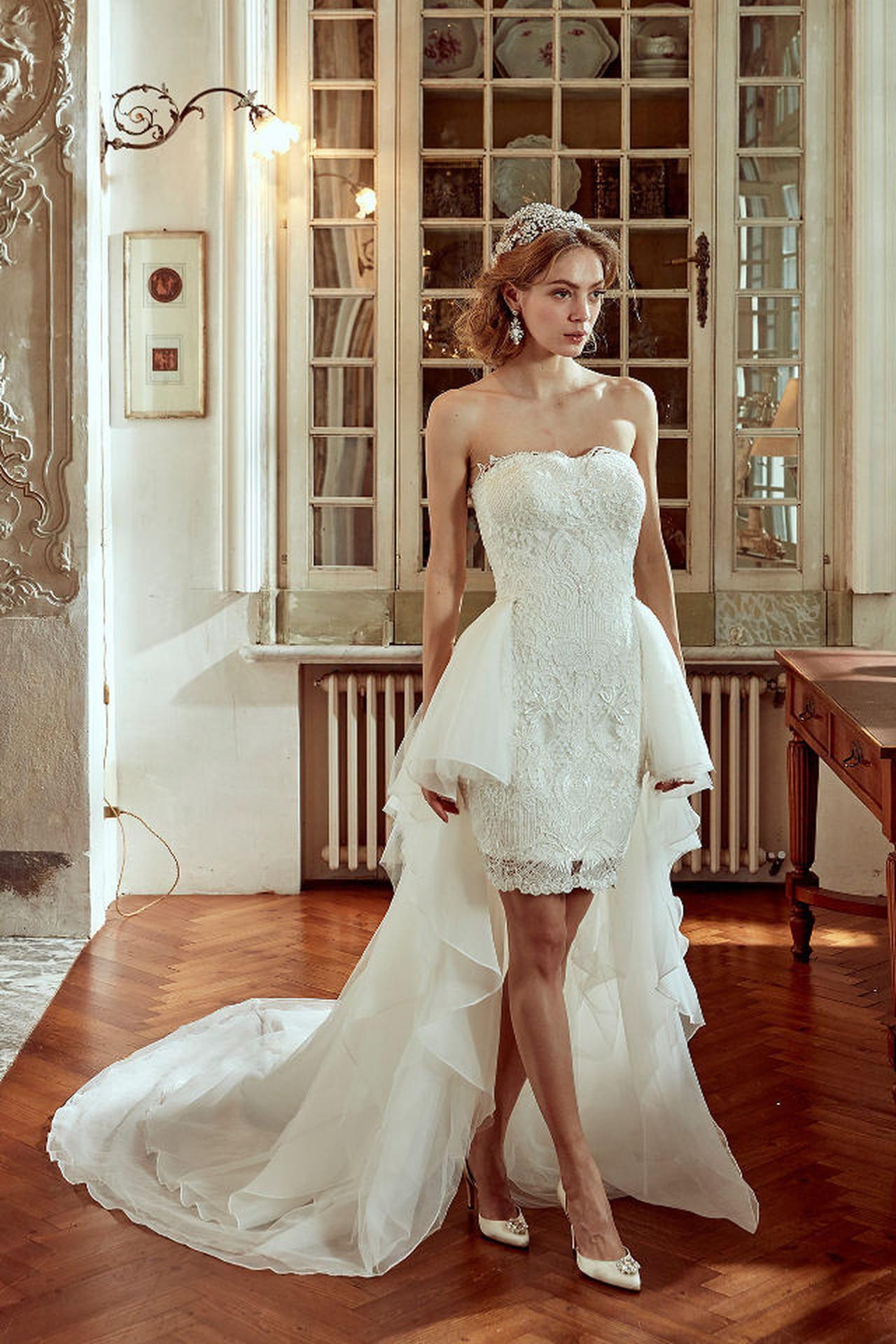 e41dc4b397cf Abito da sposa asimmetrico proposto da Nicole Spose per il 2017. Dedicato  alle donne che amano i vestiti corti ed originali.