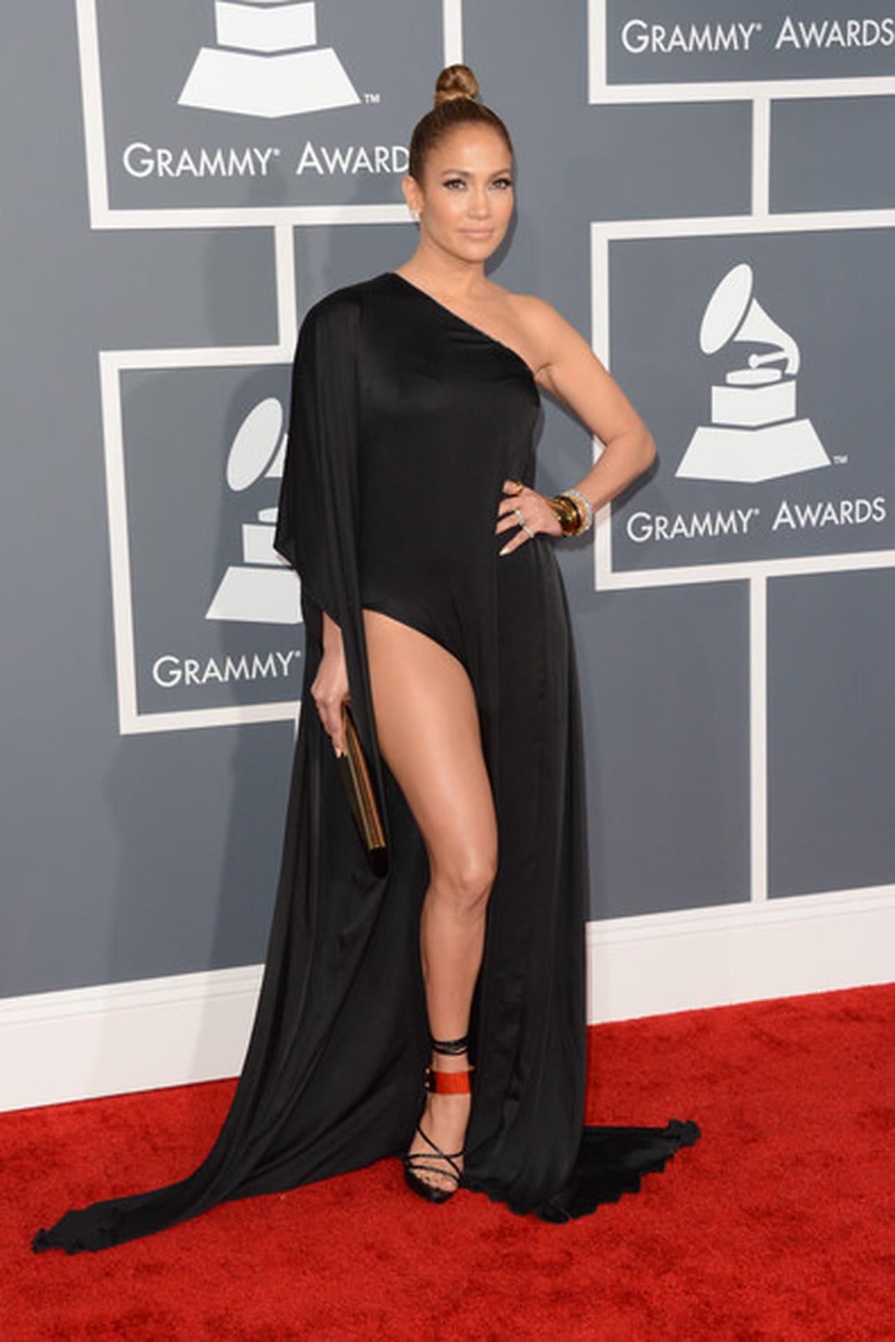 17348b1c4c8c4 اطلالات جينفر لوبيز Jennifer Lopez المميزة!
