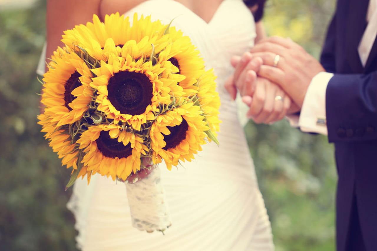 Guestbook Matrimonio Girasoli : Un fiore per la sposa bouquet con solo