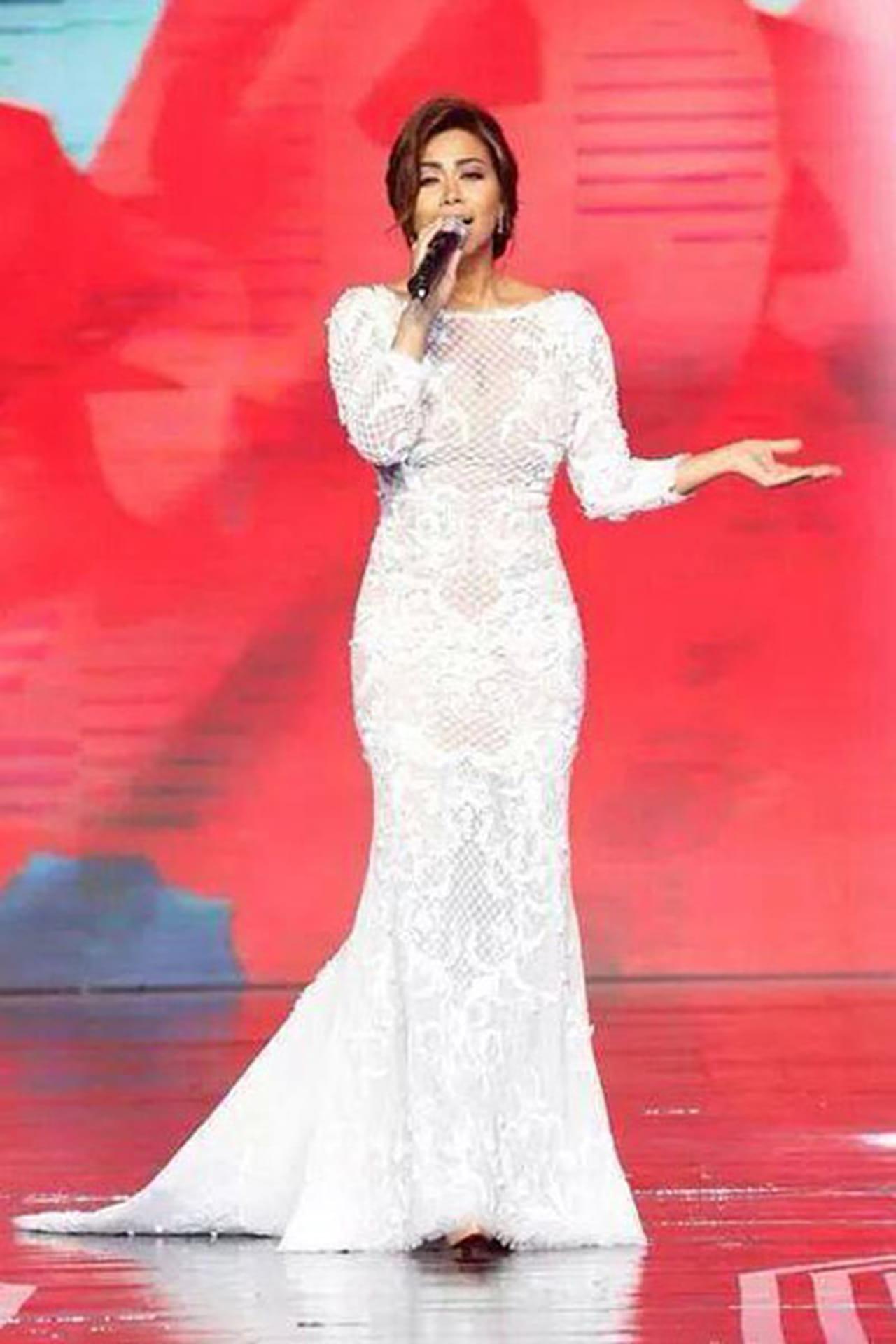 73fd9cff4 فستان أبيض ساحر مشغول بالدانتيل من توقيع المصمم اللبناني نيكولا جبران