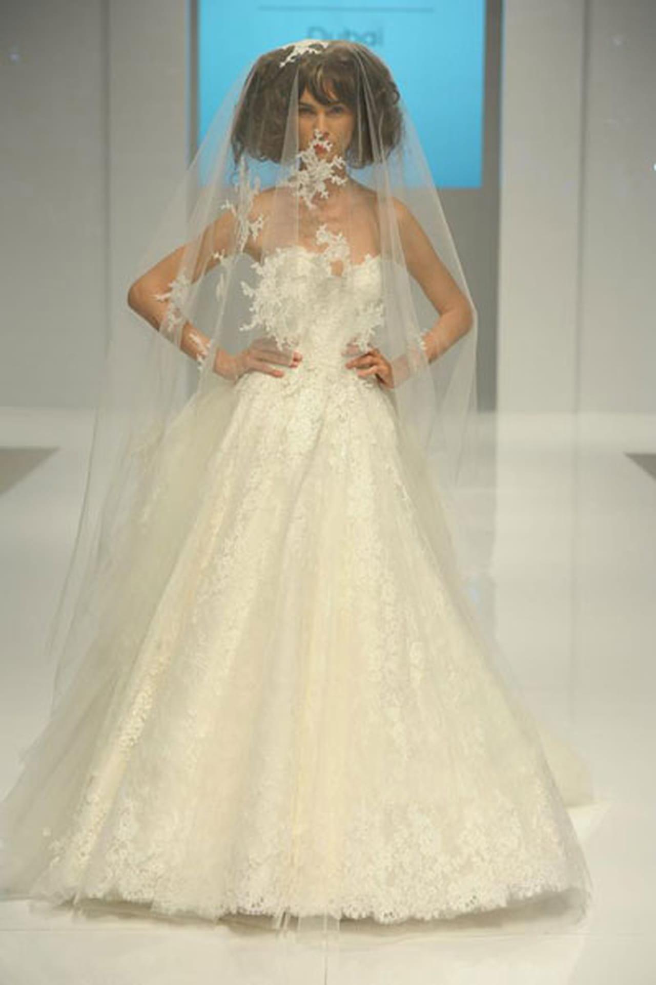 1d7b100cf جولة مع أروع فساتين زفاف معرض العروس دبي 2014