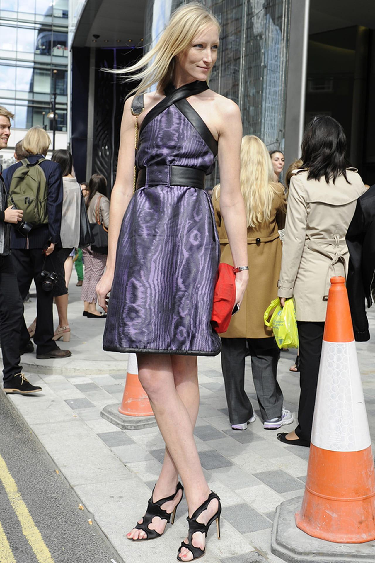 Moda das ruas  veja como usar o cinto e acertar na produção b542721b2bd