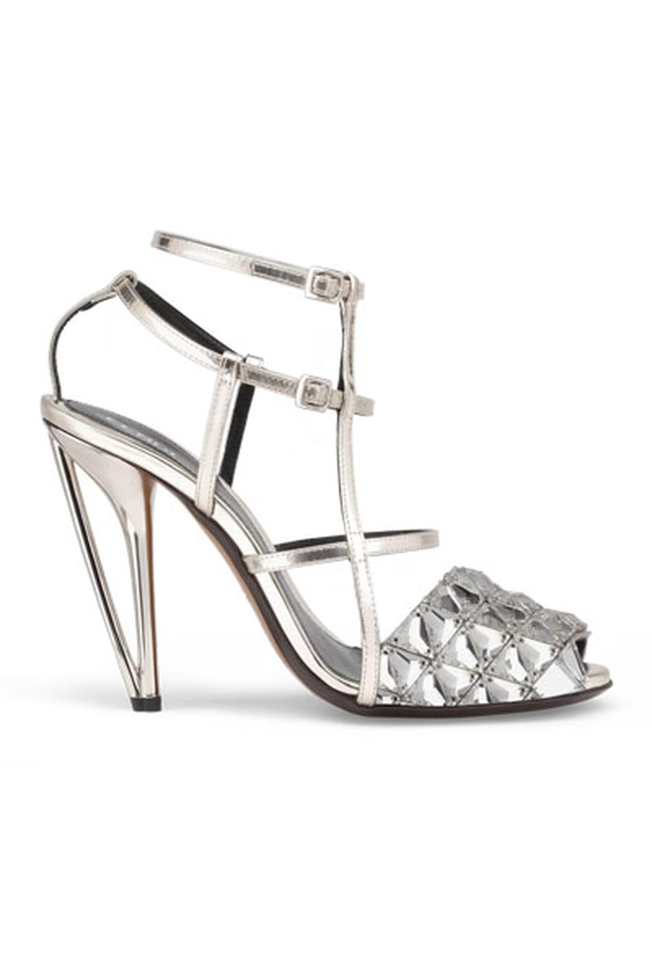 833c83b66 الفضي والذهبي الموضة الأكثر رواجاً في أحذية ربيع وصيف 2014