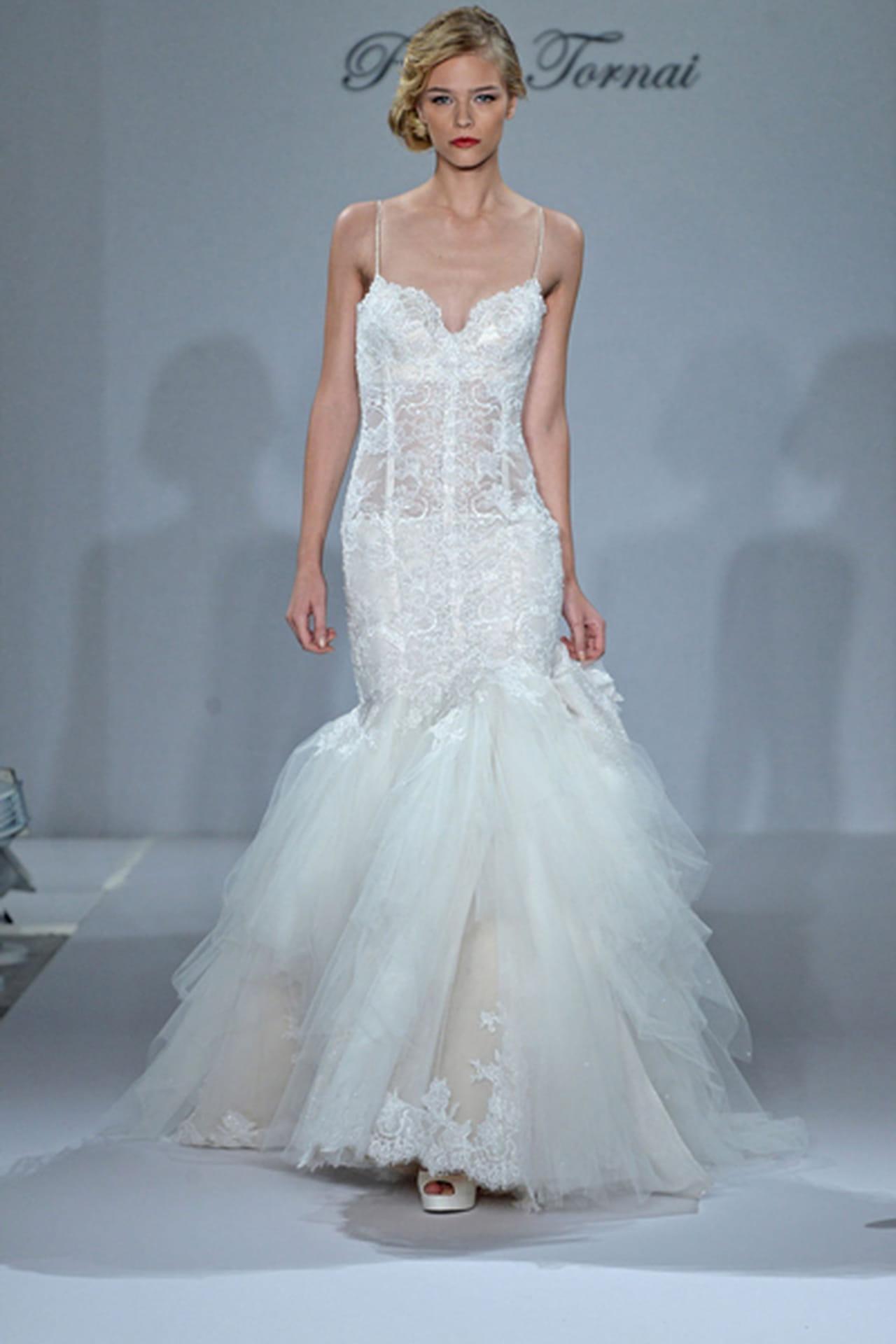 تصاميم جريئة لفساتين زفاف Pnina Tornai لموسم خريف 2015