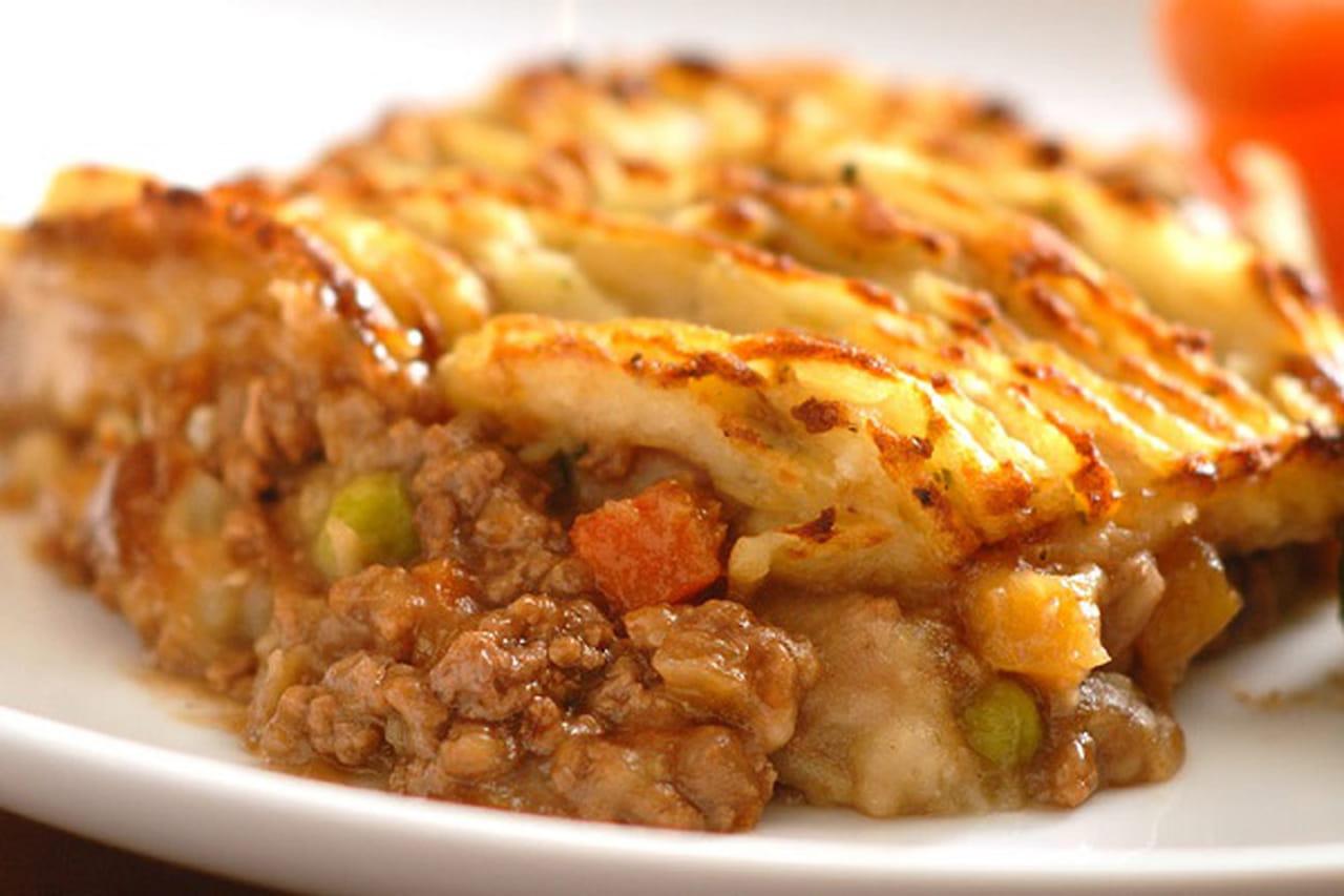 طريقة عمل صينية البطاطس البوريه باللحم المفروم  841426