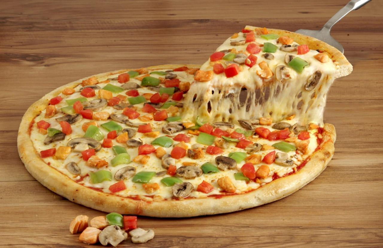 خطوات تحضير بيتزا لايت بالدجاج و الجبن و المشروم ولا اروع
