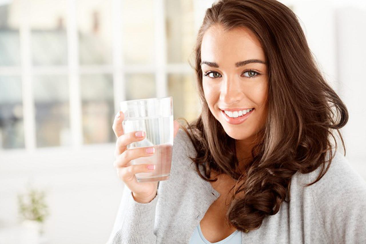 هل شرب الماء بكثره ينزل الوزن