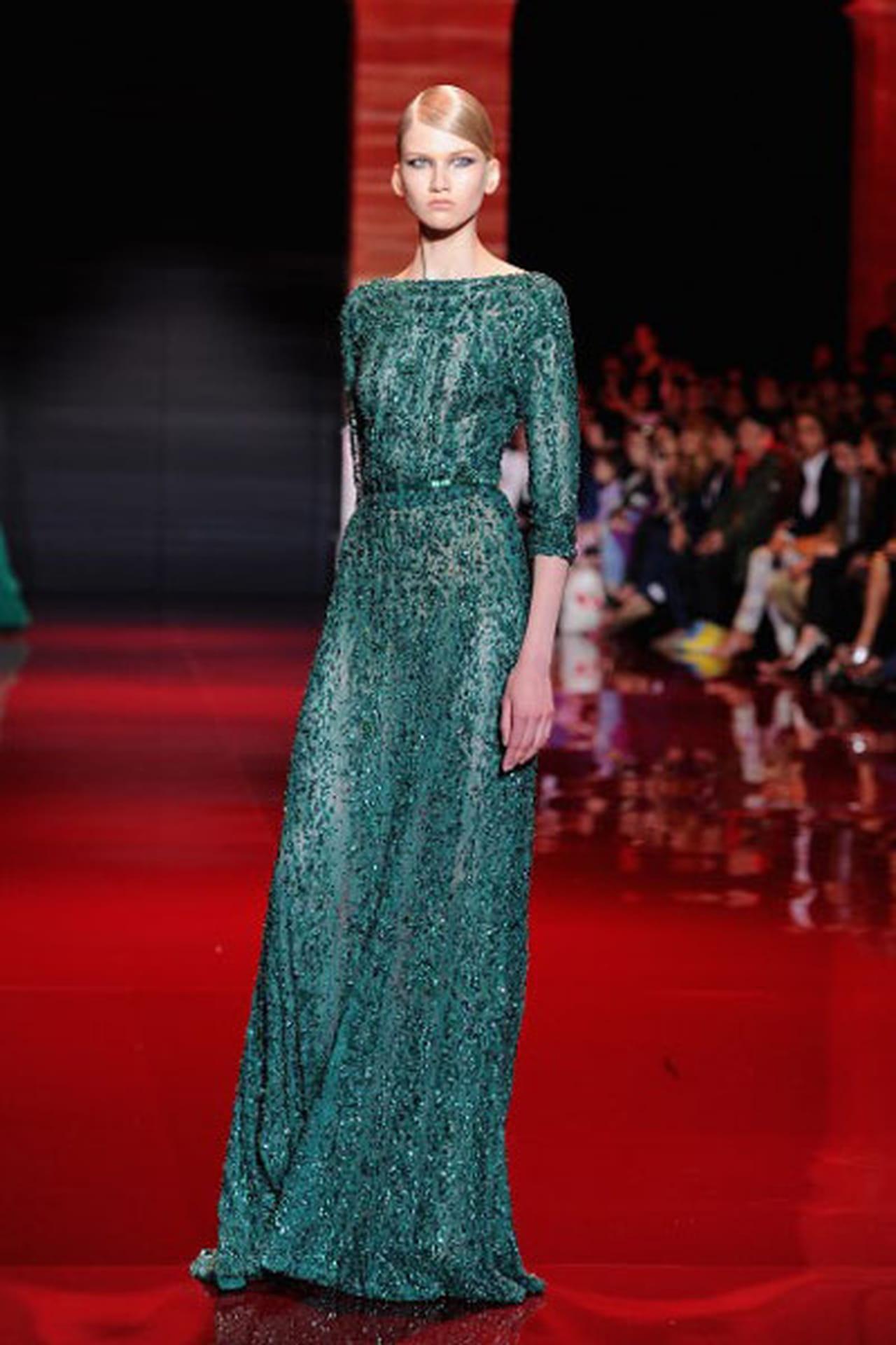 Роскошные вечерние платья Elie Saab представлены на Неделе высокой моды в Париже 3 июля 2013 года