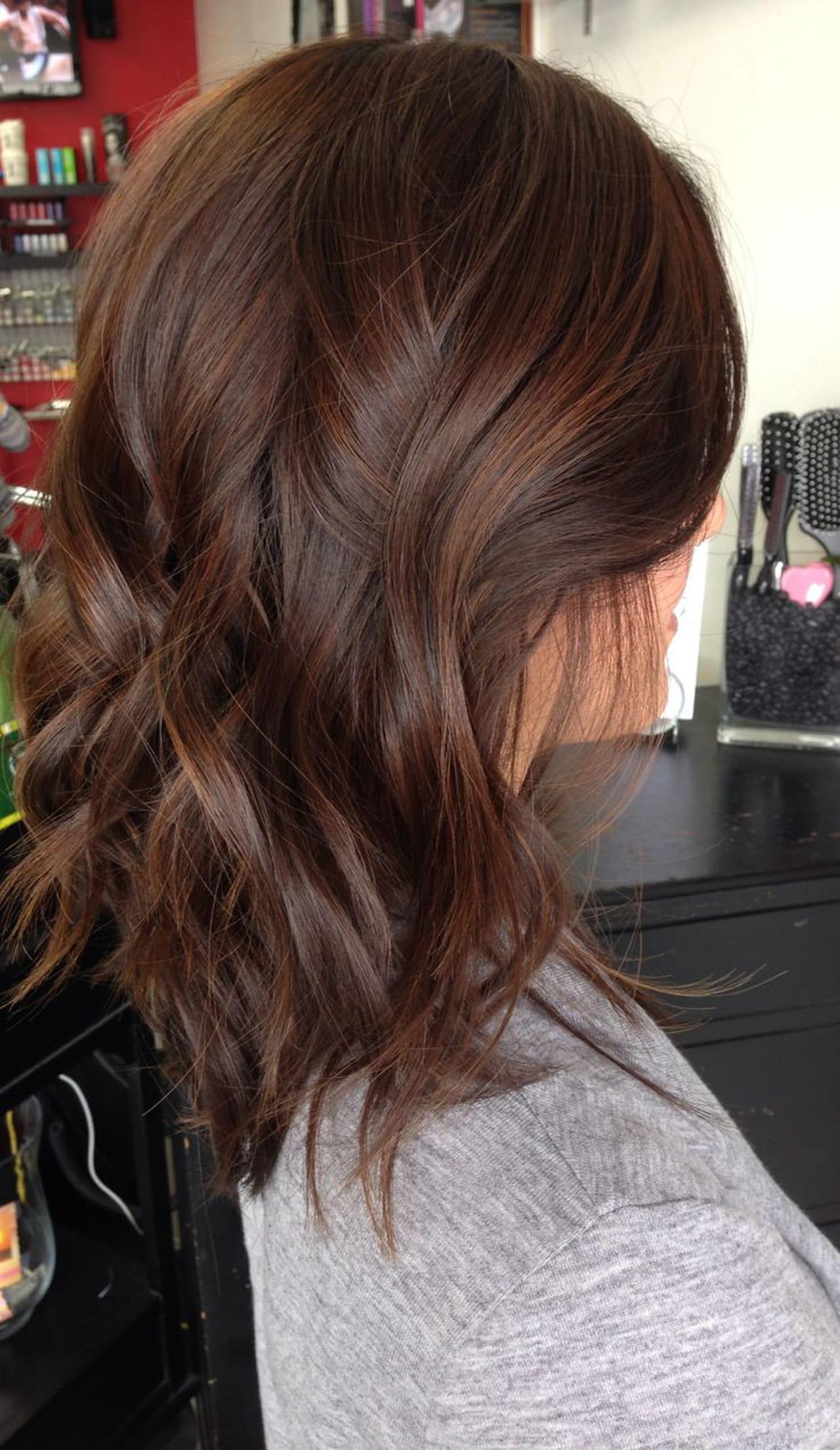 أجمل الوان صبغات الشعر بوصفات طبيعية من مطبخك