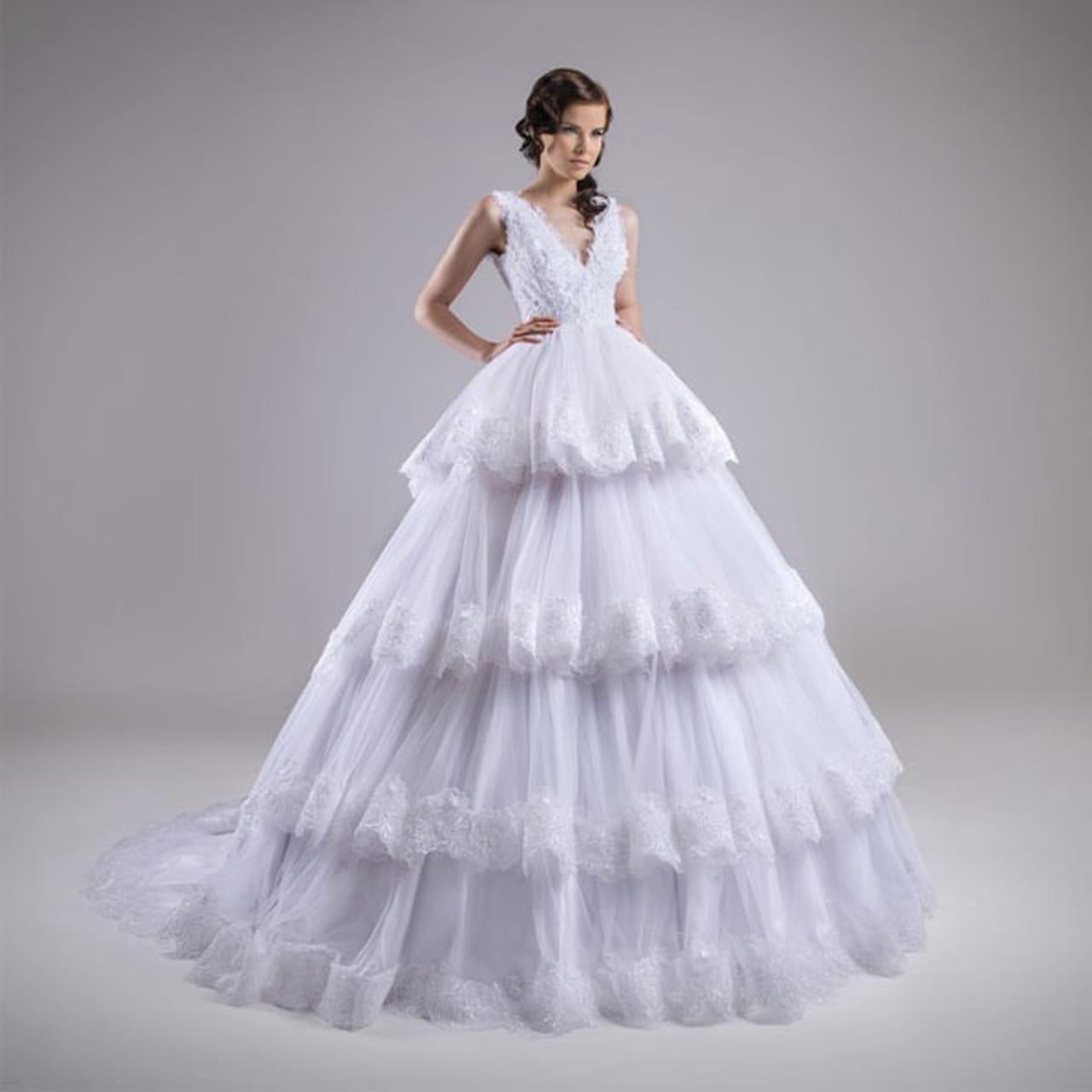 7087fd65fd814 فساتين زفاف منفوشة 2015 للمصممة كريستل عطاالله