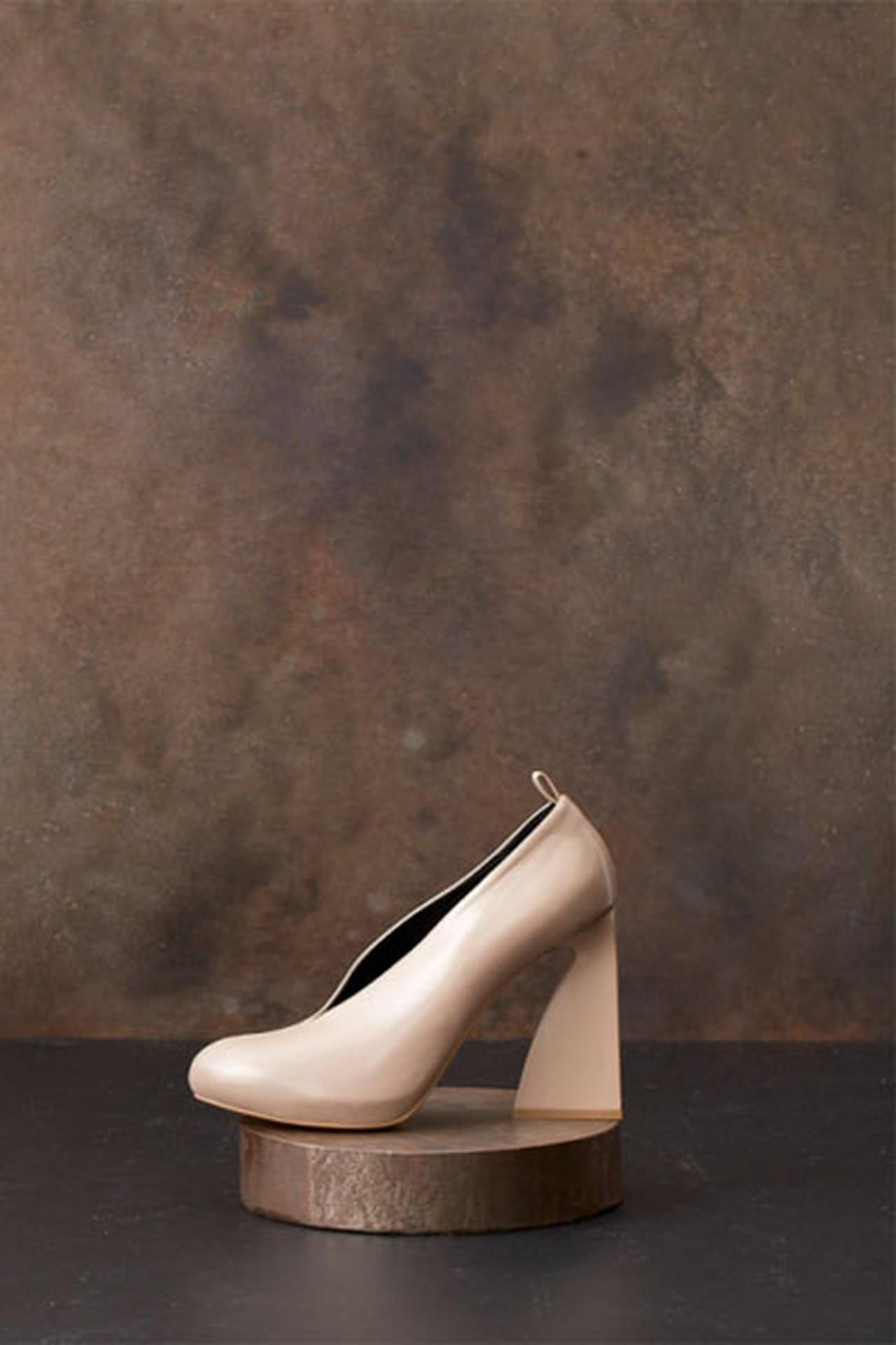 b5d02d44af4af حذاء وردي ناعم بكعب عالي من ستيلا مكارتني.