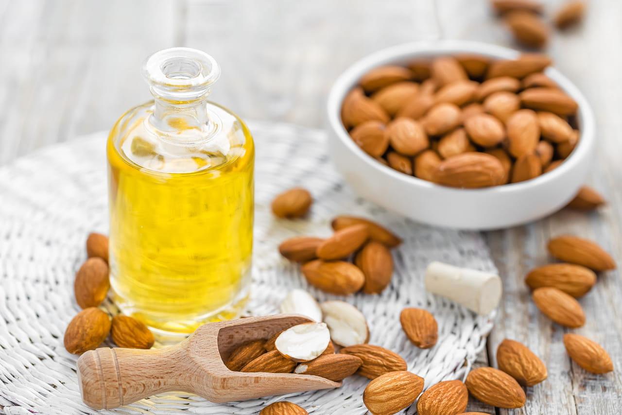 فوائد زيت اللوز الصحية في مطبخك 1676292