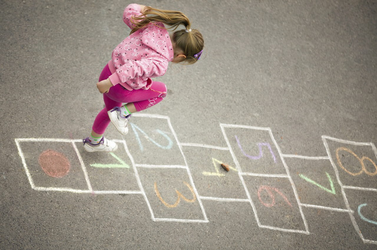 Fabuloso As antigas brincadeiras de crianças ainda têm lugar na era digital? YO28