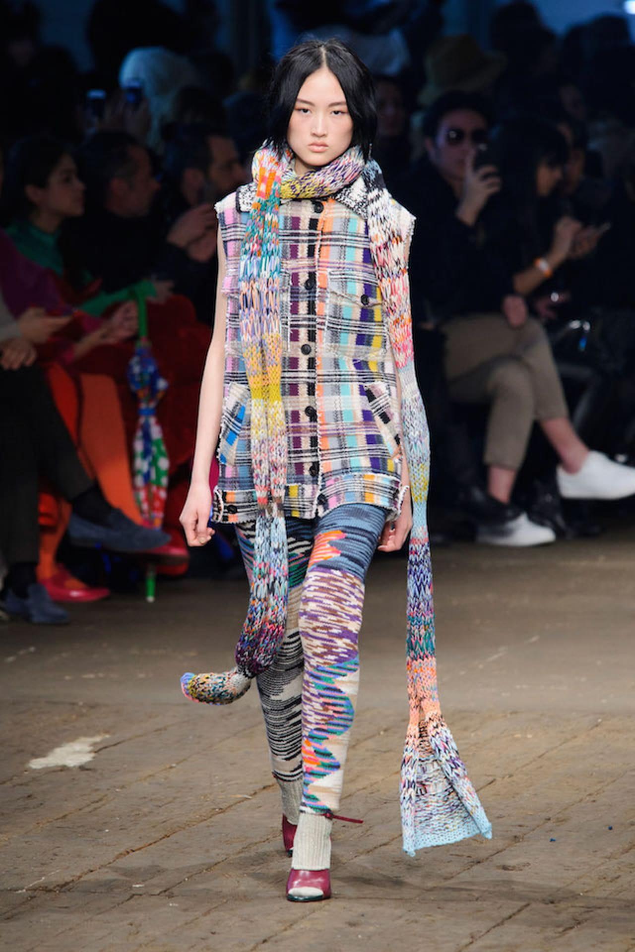 fb7697324 Missoni alla Settimana della Moda di Milano 2016 porta una femminilità  sofisticata e iconica ma strettamente attuale.