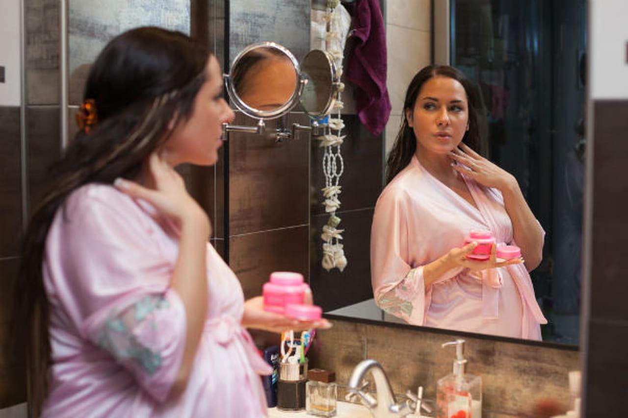 تعرفي معنا علي التغيرات التي تصيب بشرتك طوال فترة حملك