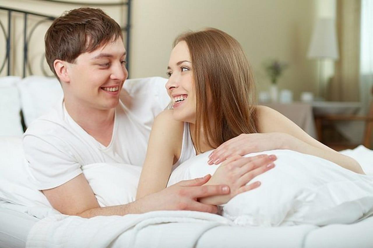 1a6ca470e89fb إن كنتِ عزيزتي الزوجة تبحثين عن طرق وأساليب تساعدكِ على إظهار حبكِ لزوجكِ،  فليس هناك وسيلة أفضل من تدليله وتدليعه! إليك كيف يمكنكِ ذلك.
