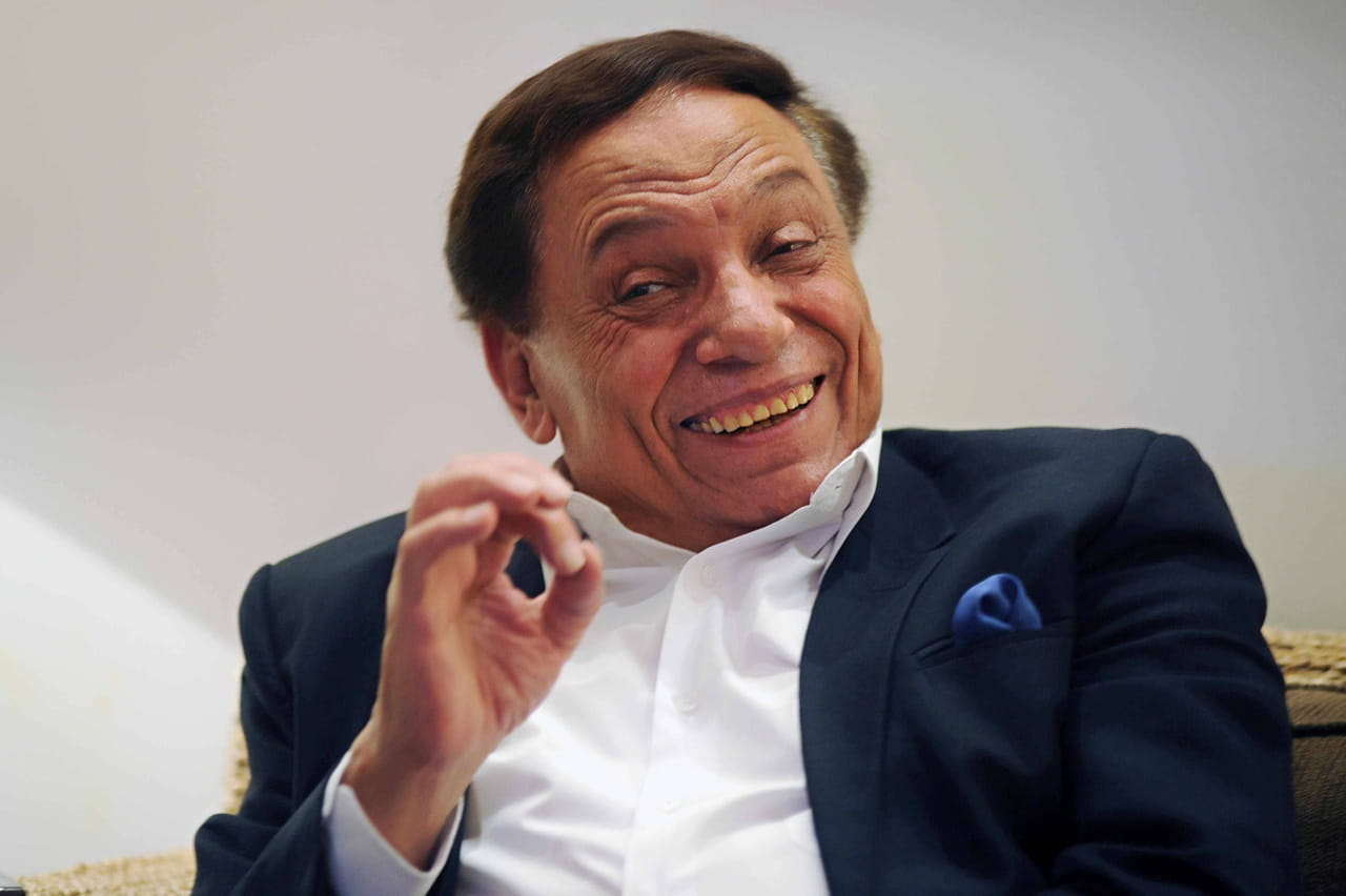 عادل إمام يرد عبر حياتكعلي الدعوات المطالبة بوقف عرض أستاذ ورئيس قسم