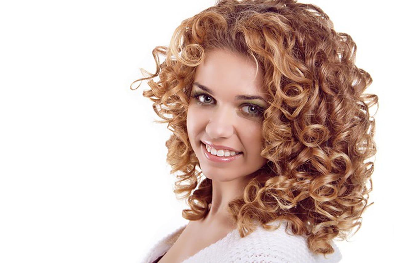 coupe cheveux long boucles visage rond