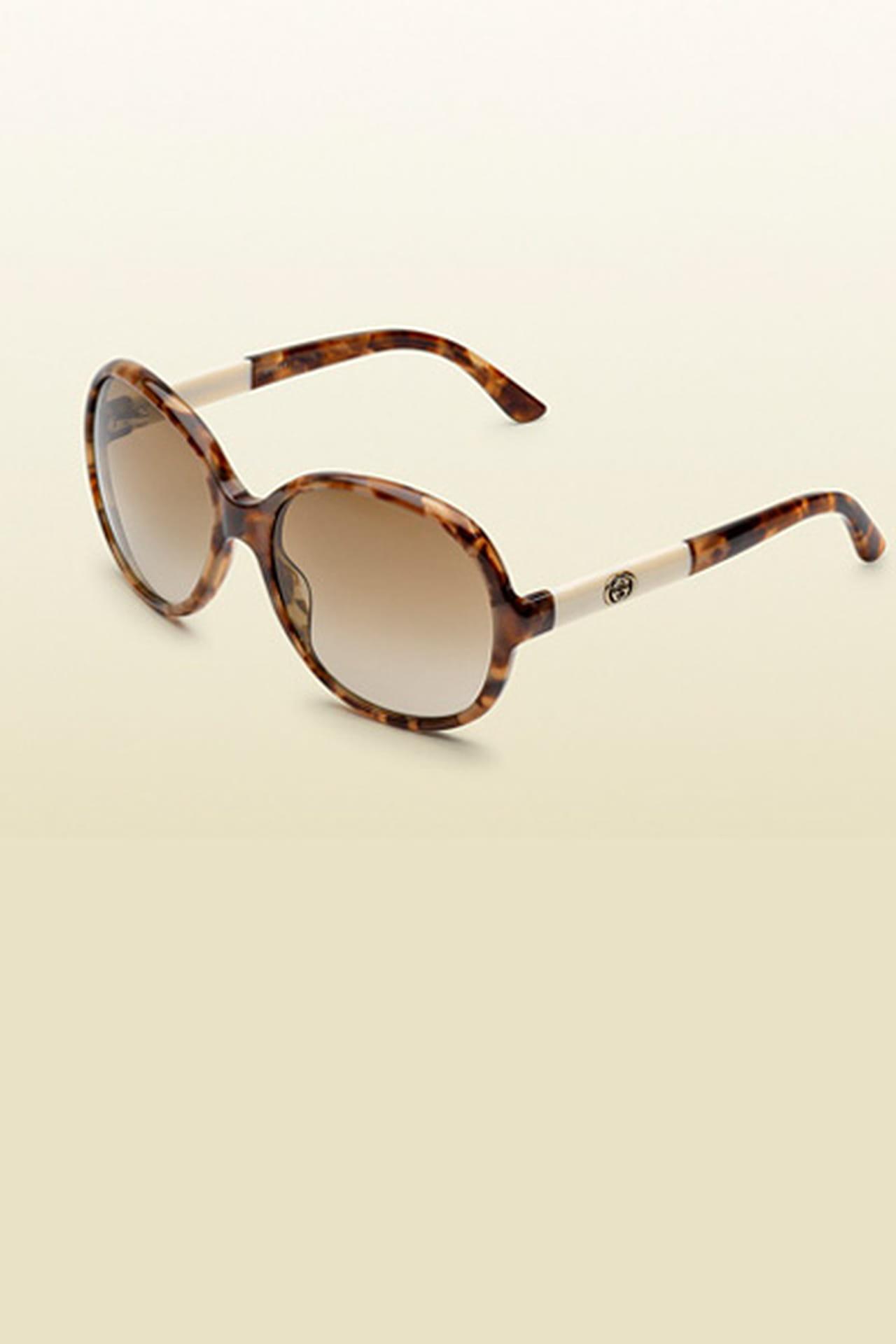 89775e6a7 نظارة شمسية من اللون البني مع شكل دائري من Gucci. من مجموعة Gucci لربيع وصيف  2013
