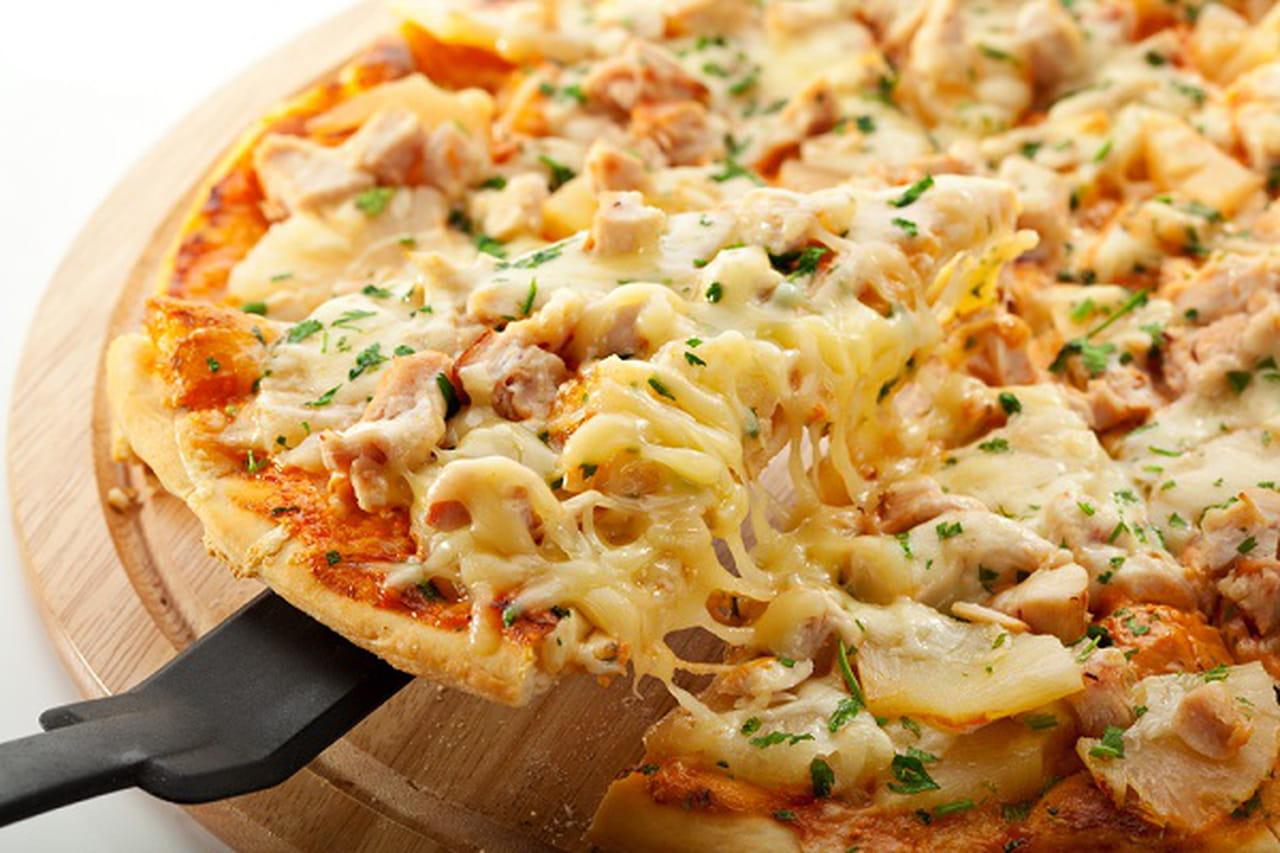 بيتزا الدجاج والجبن بدقيق الشوفان 854565.jpg