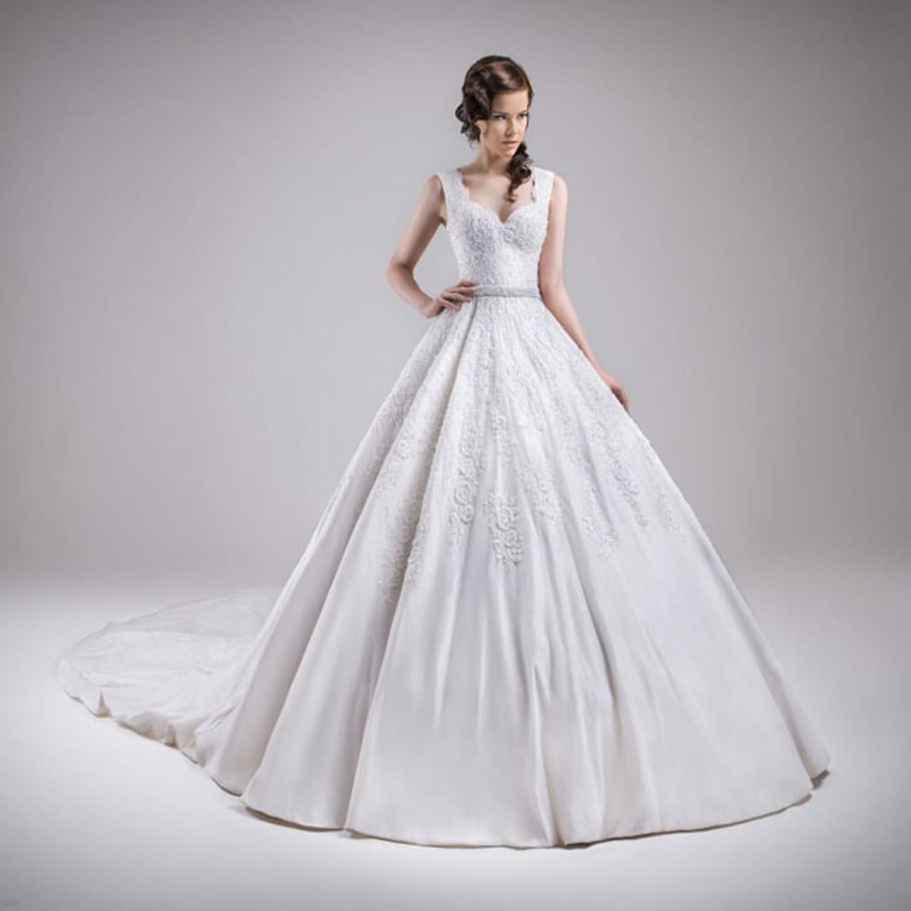 9e4393e1b9855 فساتين زفاف منفوشة 2015 للمصممة كريستل عطاالله