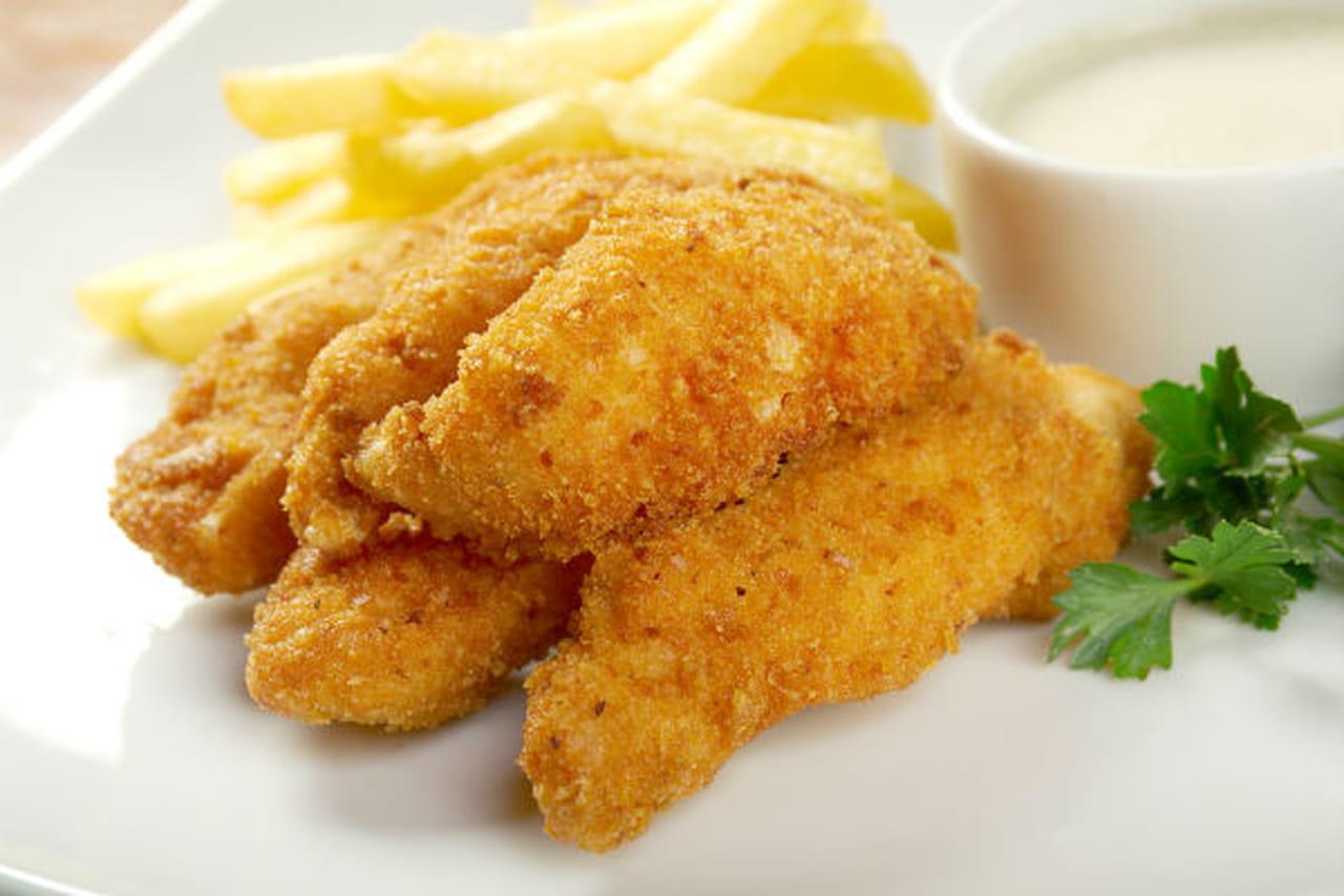 طريقة عمل شرائح الدجاج المغطاة ببسكويت الجبن التشيدر 885599.jpg