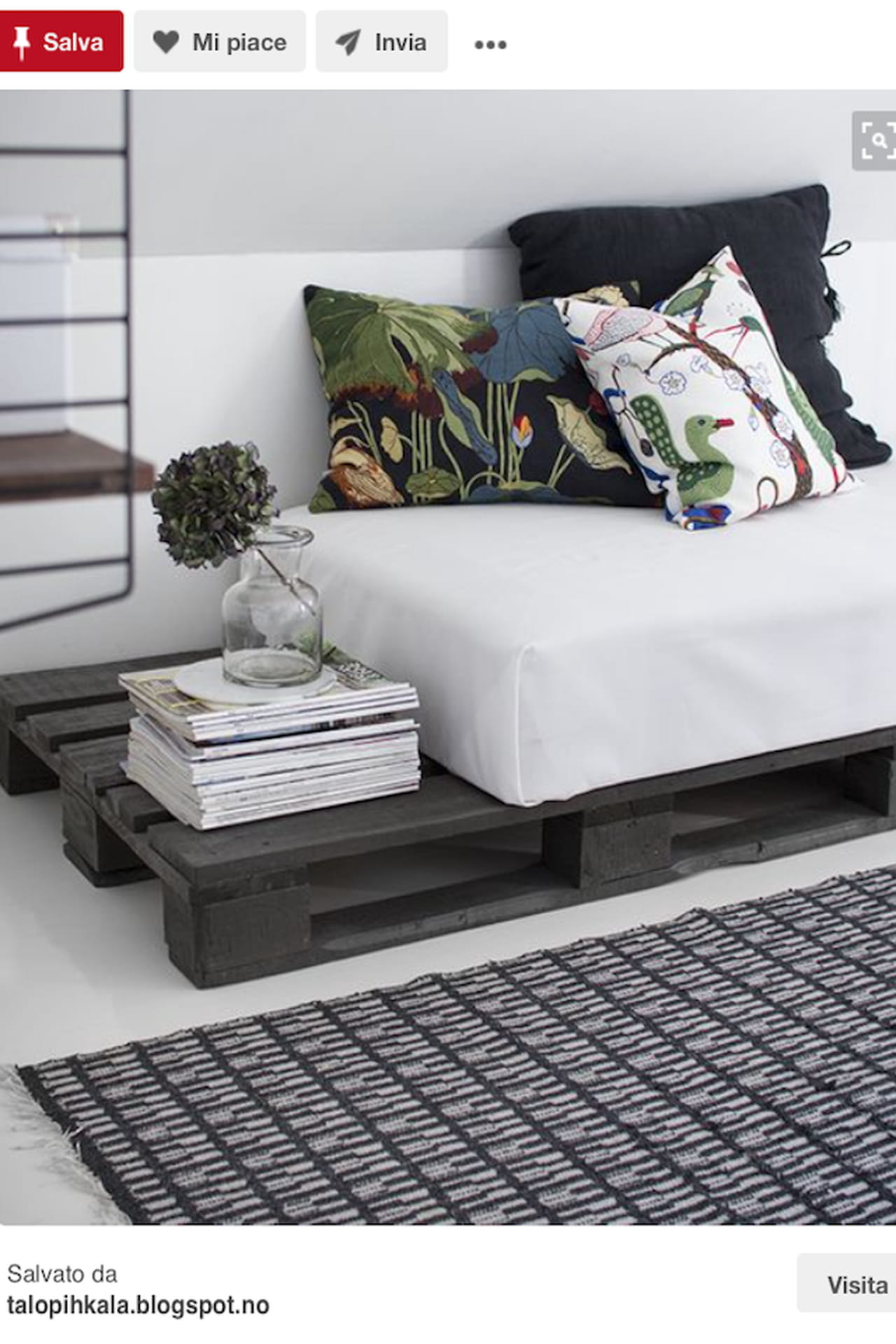 Awesome divano con pallet design anche minimal chic with for Arredare coi bancali