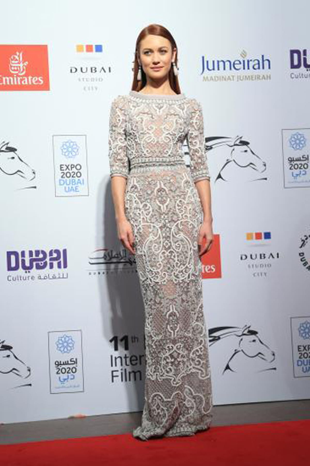 1d04d078b8302 من بين الاطلالات المميزة التي تألقت بها النجمات على السجادة الحمراء في حفل  افتتاح مهرجان دبي السينمائي الدولي في دورته الحادية عشر، أخترنا لكِ 13  فستان ...