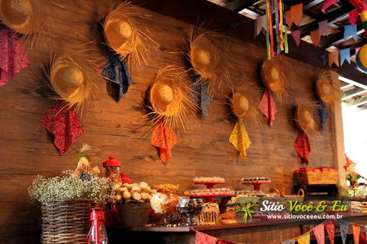 Decoraç u00e3o de festa junina veja ideias criativas e fáceis de fazer -> Decoração Tnt Festa Junina