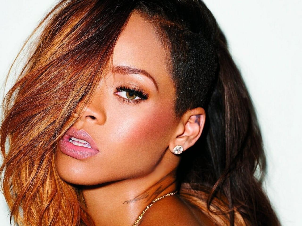 Rihanna est devenue rousse sa nouvelle coupe de cheveux for Coupe cheveux rihanna