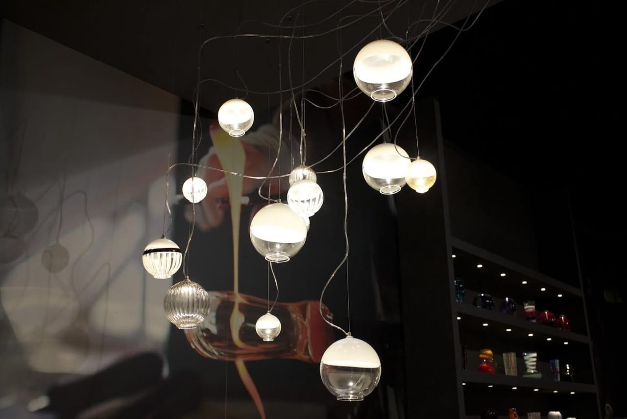 Lampadari preziosi: la luce che arreda