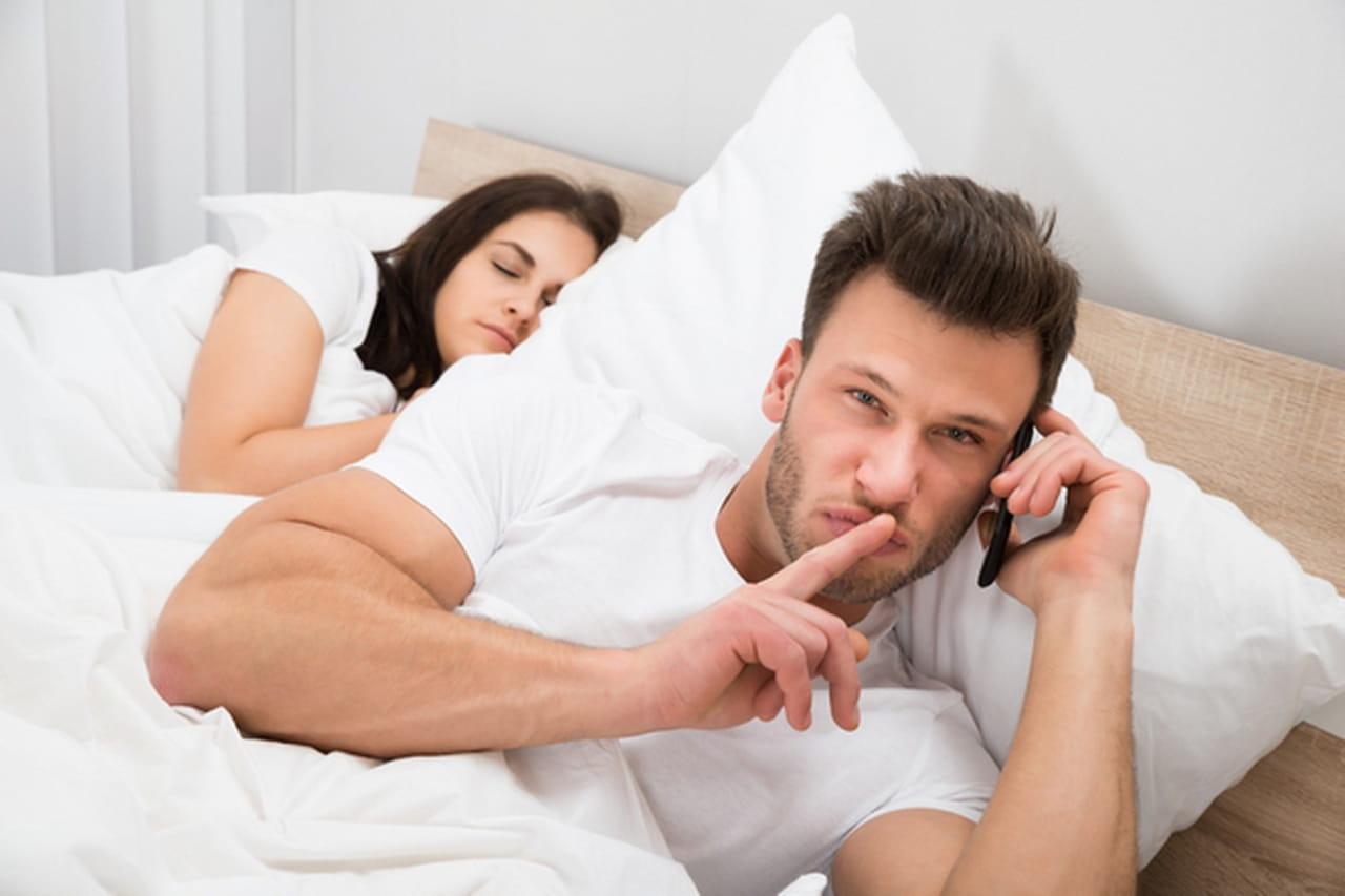 74841f5717fb7 5 طرق للخيانة و التي لا علاقة لها بالجنس!