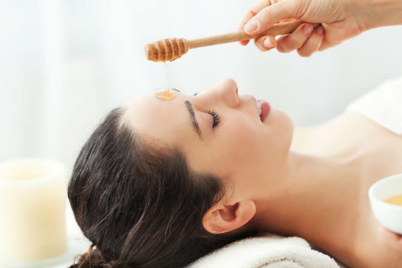 كيف يمكنك استخدام العسل لعلاج جفاف البشرة؟ 887517.jpg