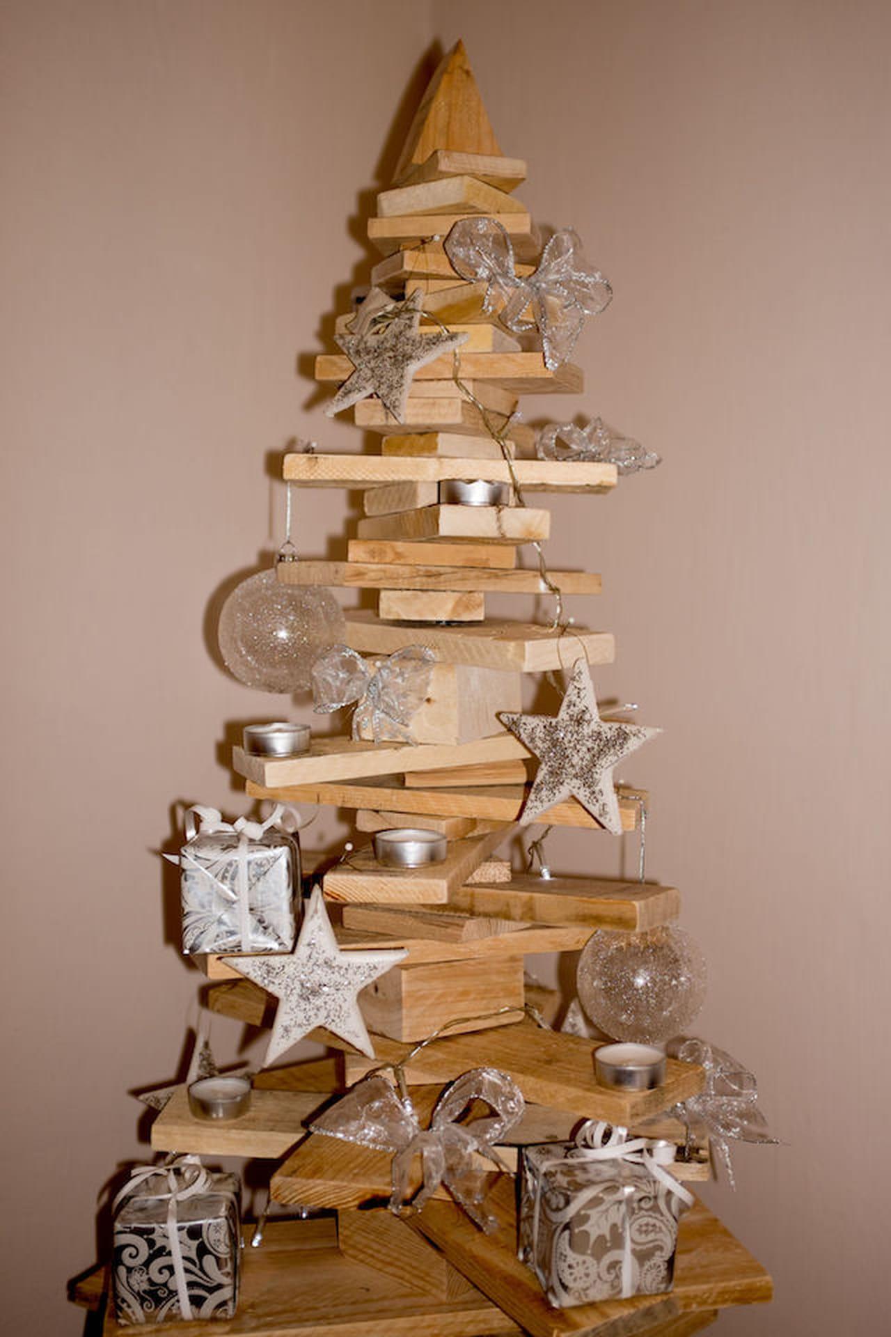 Come appendere l albero di natale al soffitto disegni di for Decorazioni da appendere al soffitto