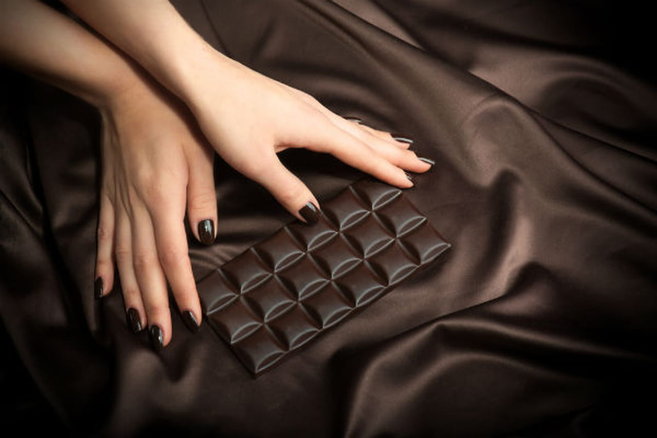 لتنعيم البشرة بالشوكولاتة الداكنة