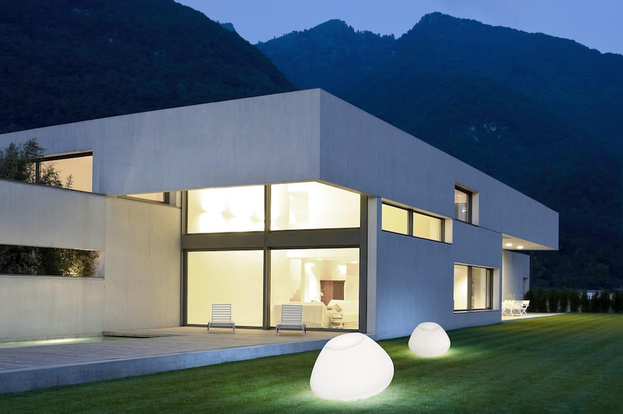 Illuminazione giardino lampade luci e faretti di design for Giardini moderni design