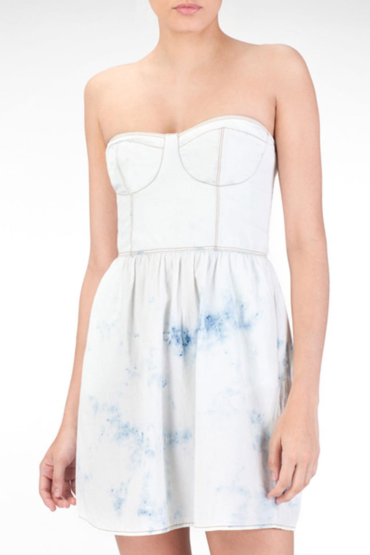 4a0ef92a1d64c فستان من الجينز الأبيض من Stradivarius. فستان أبيض من Stradivarius. من موضة  صيف 2013