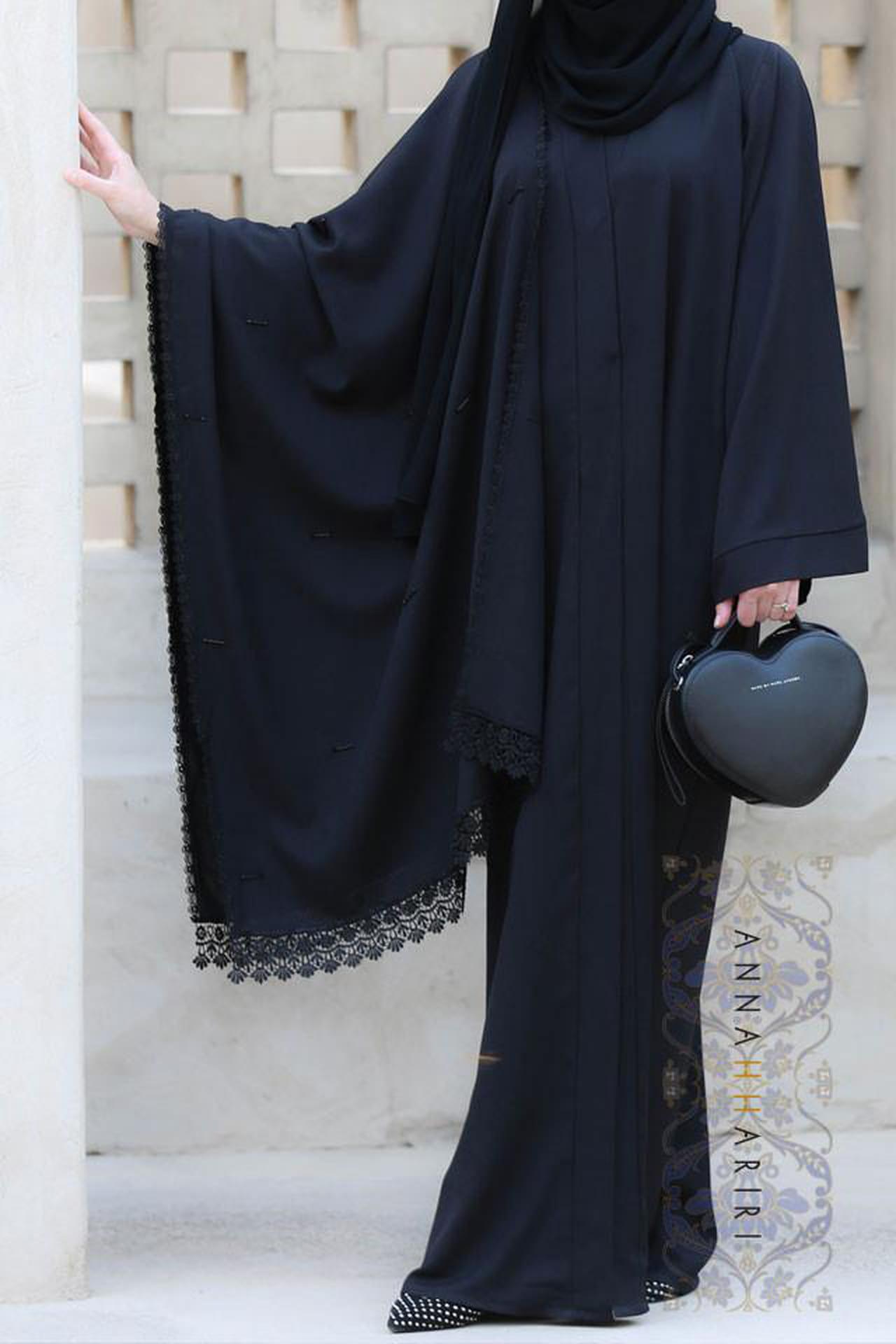 0cf69599c تعنى العلامة التجارية هناء الحريري بتوفير ملابس ممتازة بتصاميم رائعة وعالية  الجودة للمرأة المسلمة العصرية.