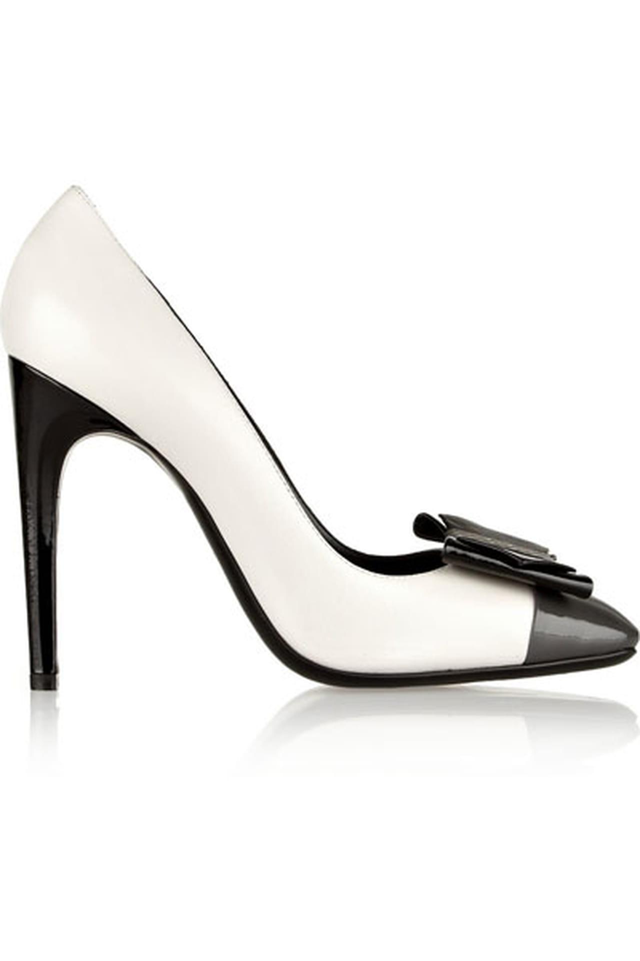 34b9a377e حذاء أنيق باللون الأبيض والأسود ومزين بفيونكة سوداء من بوتيغا فينيتا  Bottega Veneta.