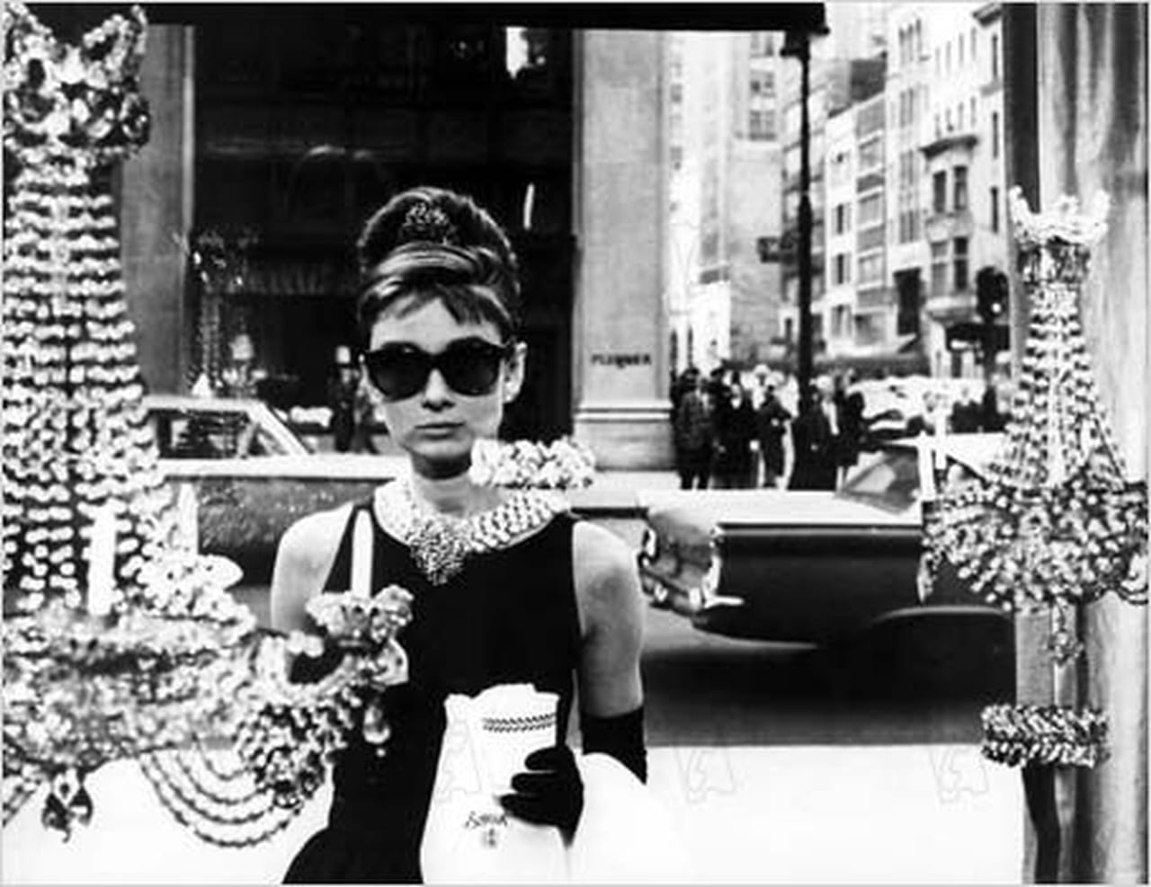 5e avenue 5 heures du matin audrey hepburn diamants sur for Diamants sur canape
