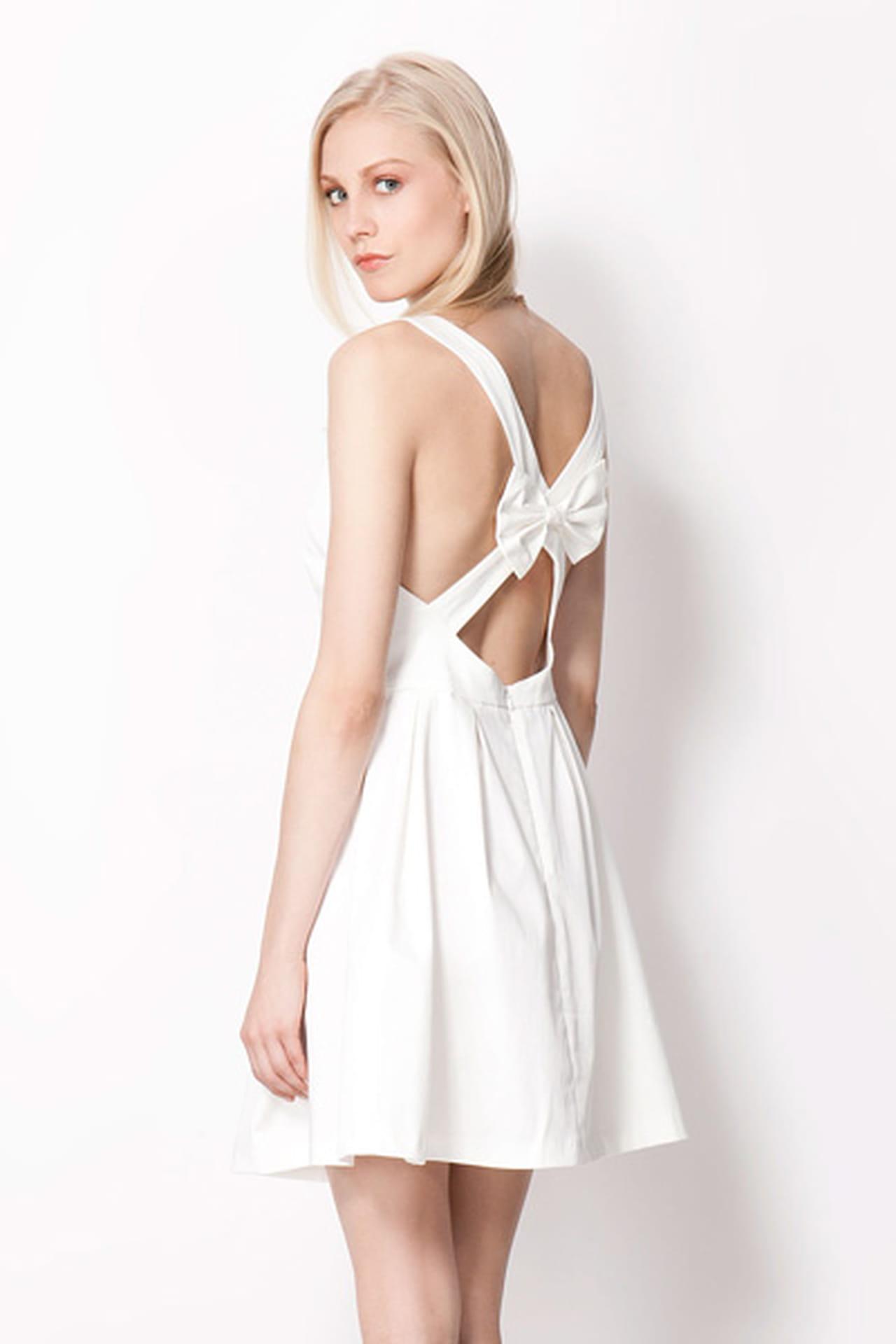 5ddc8a7b86eee فستان مع فيونكة جميلة من Bershka. فستان أبيض من Bershka. من موضة صيف 2013